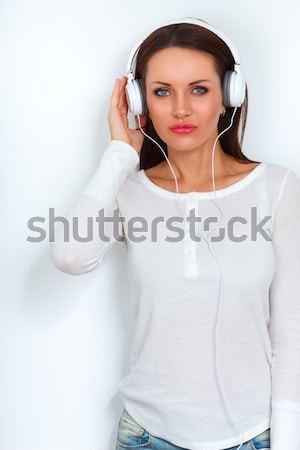 Сток-фото: женщину · наушники · белый · Постоянный · стены