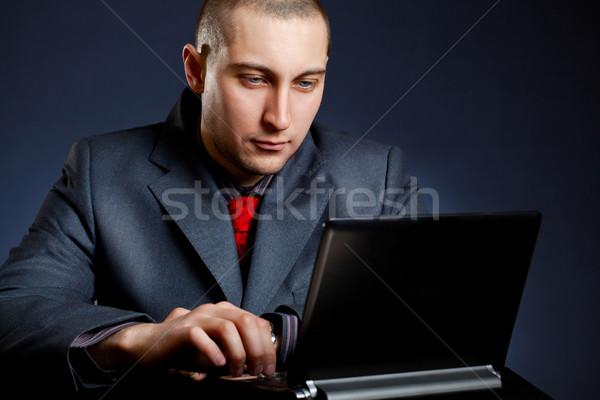çalışma netbook'lar işadamı karanlık mavi adam Stok fotoğraf © chesterf