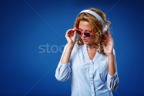 Kobieta słuchawki okulary piękna stwarzające Zdjęcia stock © chesterf