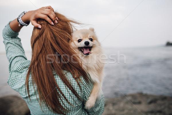 Stock fotó: Fiatal · nő · tart · kutya · kint · fiatal · felnőtt · nő