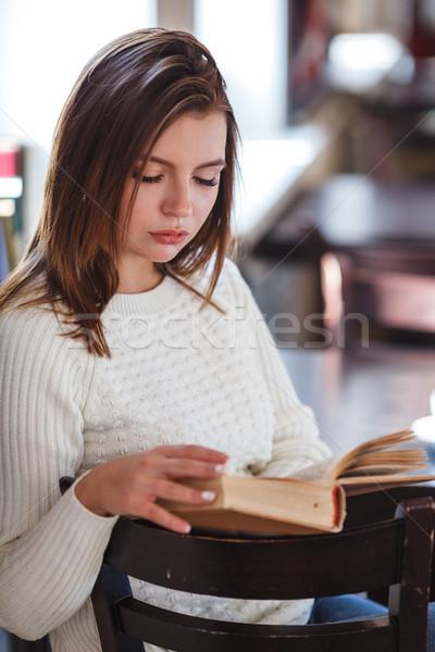 Сток-фото: женщину · чтение · книга · кафе · окна