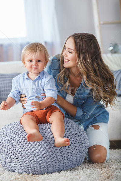 Anya fiú játszik otthon fiú ül Stock fotó © chesterf