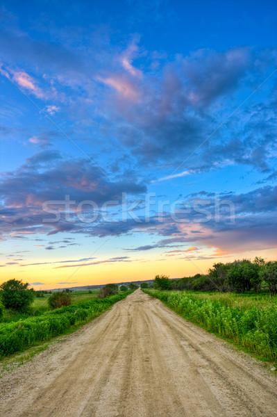 Chemin de terre coucher du soleil champs ciel herbe paysage Photo stock © chesterf