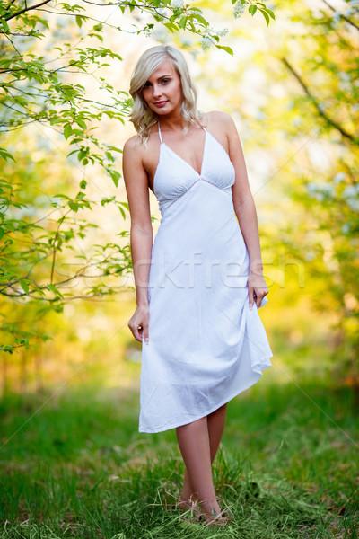 Fiatal nő sétál tavasz kert gyönyörű boldog Stock fotó © chesterf