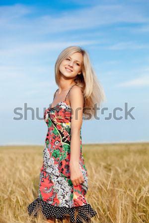 女性 徒歩 麦畑 美しい 女性 ストックフォト © chesterf