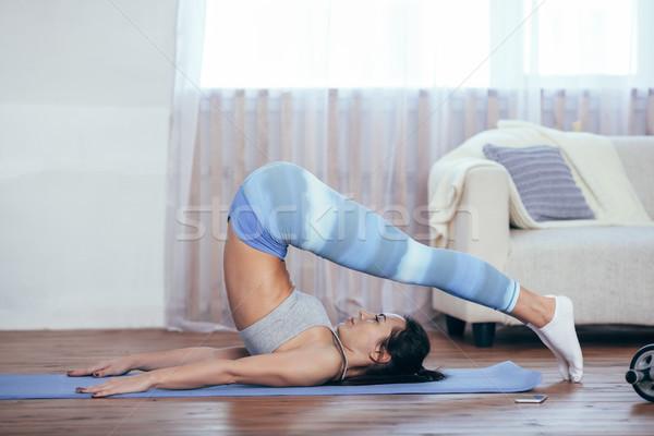 Gyönyörű fiatal nő sportruha jóga bent áll Stock fotó © chesterf