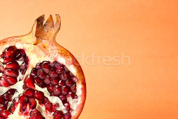 Yarım kırmızı nar bo metin bahçe Stok fotoğraf © chesterf