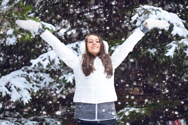 Stockfoto: Vrouw · lopen · winter · park · gelukkig · brunette