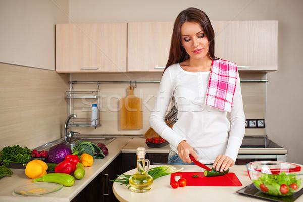 キッチン 女性 サラダ 美しい 白人 ストックフォト © chesterf