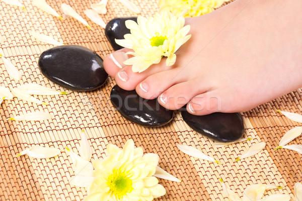 Kobieta stóp leczenie uzdrowiskowe kamienie domu Zdjęcia stock © chesterf