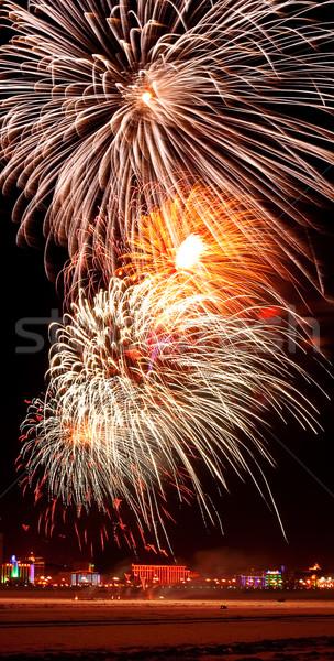 Groot blazen vuurwerk nachtelijke hemel hemel partij Stockfoto © chesterf