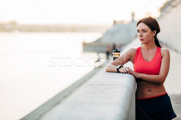 Kobiet runner woda butelkowana zmęczony uruchomiony stałego Zdjęcia stock © chesterf