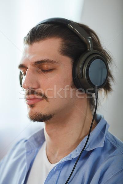 Zene elme portré fiatalember visel fejhallgató Stock fotó © chesterf