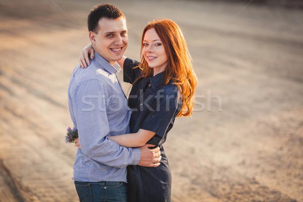 Casal em pé estrada poeira Foto stock © chesterf