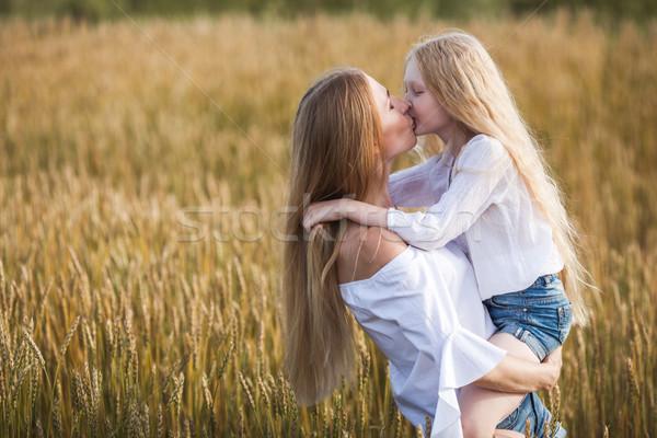 Сток-фото: красивой · молодые · матери · дочь · целоваться