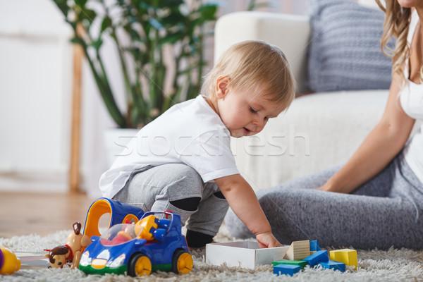 Cute matka dziecko chłopca grać wraz Zdjęcia stock © chesterf