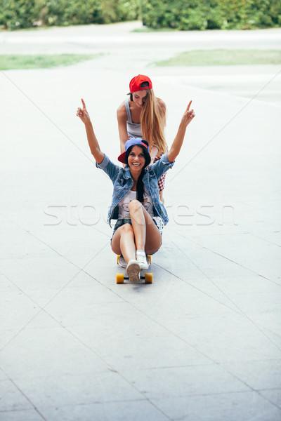 Egy nő lovaglás egyéb egy szőke nő barna hajú Stock fotó © chesterf