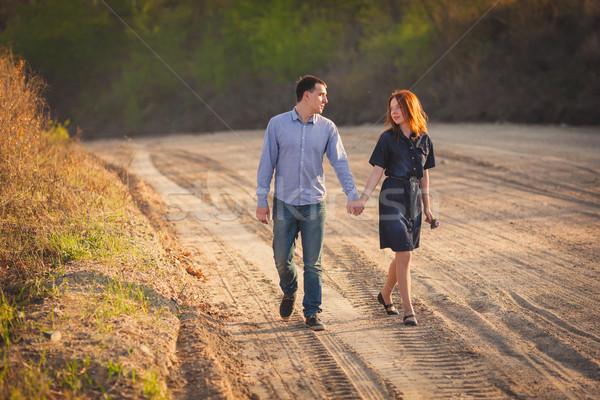 Paar lopen onverharde weg jonge gelukkig meisje Stockfoto © chesterf
