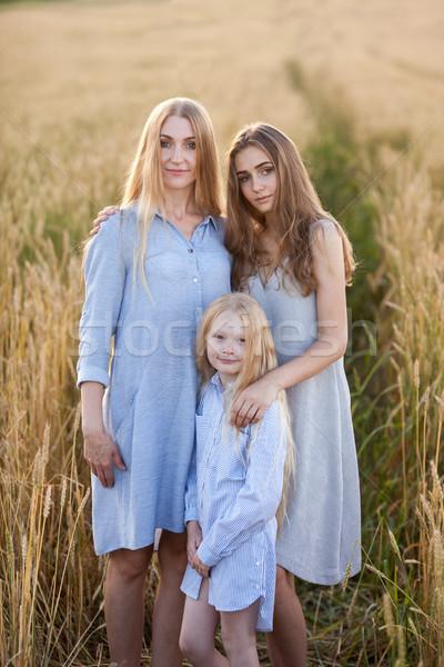 Сток-фото: красивой · молодые · матери · Постоянный · женщину