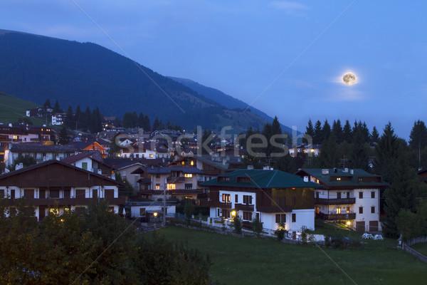 Górskich krajobraz noc niebo domu miasta Zdjęcia stock © cheyennezj