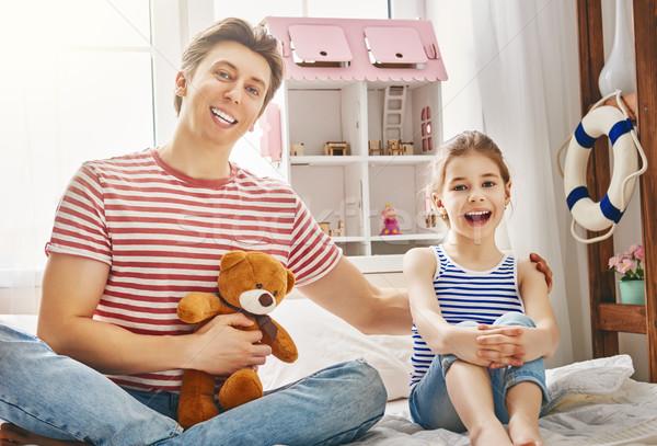 Padre figlia giocare felice ragazza giocattoli Foto d'archivio © choreograph