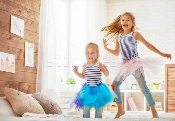 Stockfoto: Zusters · springen · bed · twee · cute · kinderen