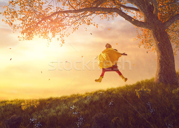 Bambino autunno doccia felice divertente ragazza Foto d'archivio © choreograph