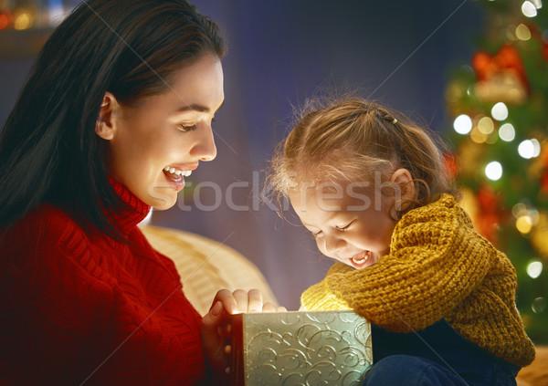 Család mágikus ajándék doboz vidám karácsony boldog Stock fotó © choreograph