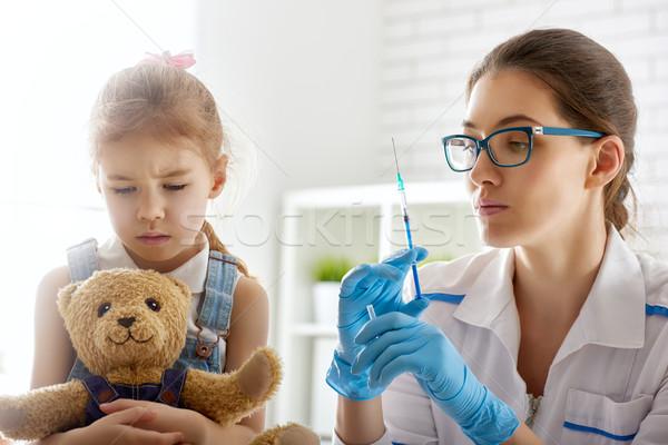 Oltás gyermek orvos lány kéz orvosi Stock fotó © choreograph