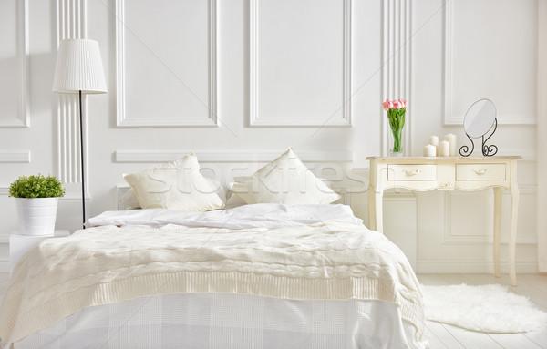 Elegáns klasszikus hálószoba puha fény színek Stock fotó © choreograph