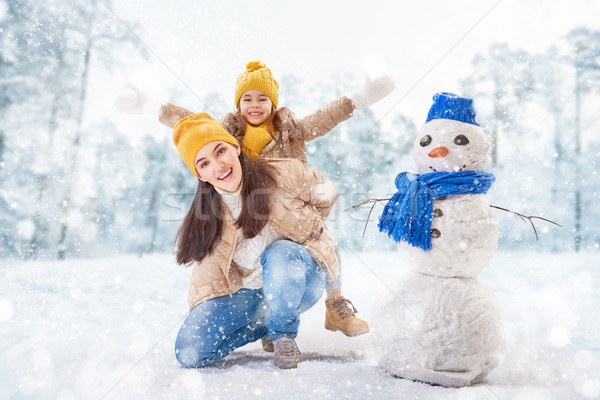 Anya gyermek lány tél séta boldog család Stock fotó © choreograph