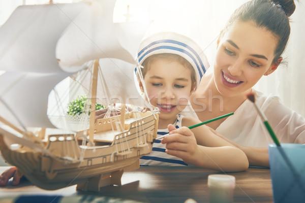 Lány készít modell hajó anya gyermek Stock fotó © choreograph