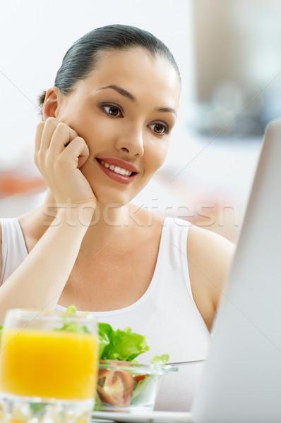 Egészségesen enni étel gyönyörű karcsú lány nő Stock fotó © choreograph