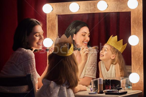Boldog szerető család anya lánygyermek smink Stock fotó © choreograph