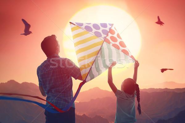 Vader dochter Kite gelukkig gezin zomer lopen Stockfoto © choreograph