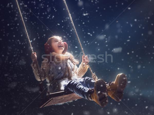 Foto stock: Criança · escuro · feliz · criança · menina · jogar