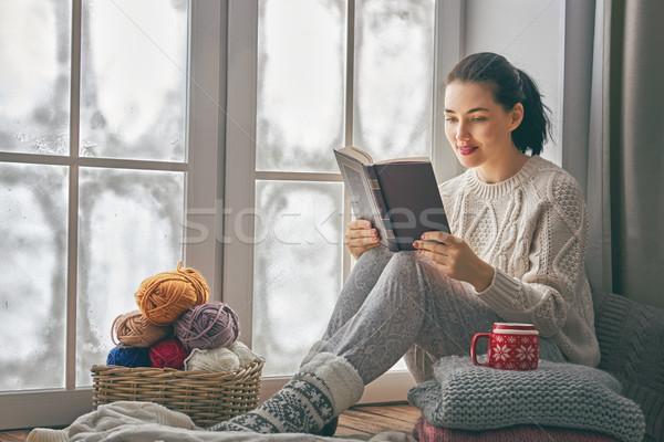 Foto d'archivio: Donna · seduta · finestra · bella · congelato