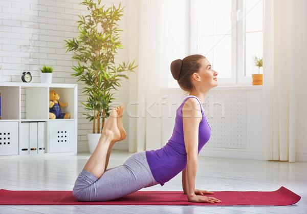 Uygulama yoga güzel kız meşgul kız vücut Stok fotoğraf © choreograph