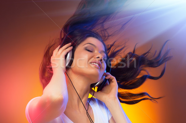 Nina auriculares club sonrisa tecnología belleza Foto stock © choreograph