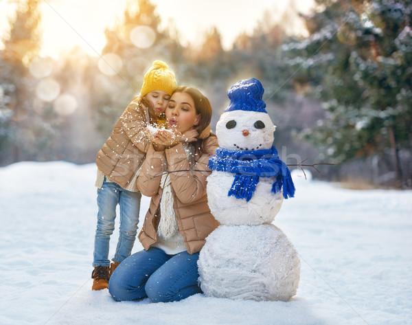 Mutter Kind Mädchen Winter Fuß glückliche Familie Stock foto © choreograph