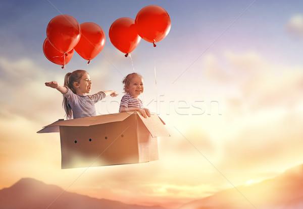 álmok utazás kettő gyerekek repülés kartondoboz Stock fotó © choreograph