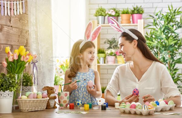 Család húsvét kellemes húsvétot anya lánygyermek festmény Stock fotó © choreograph