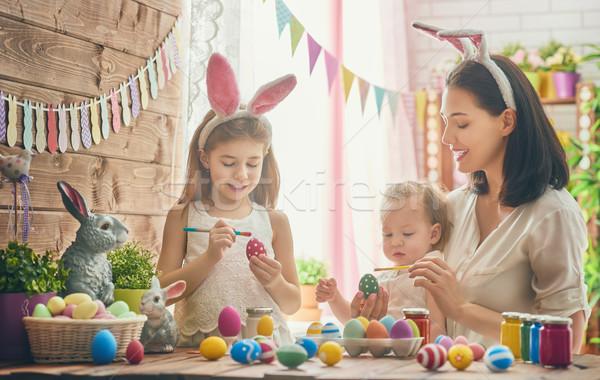 семьи Пасху матери дочь Живопись яйца Сток-фото © choreograph