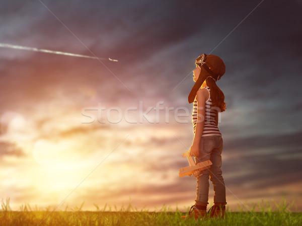 Kind spelen speelgoed vliegtuig dromen vlucht Stockfoto © choreograph
