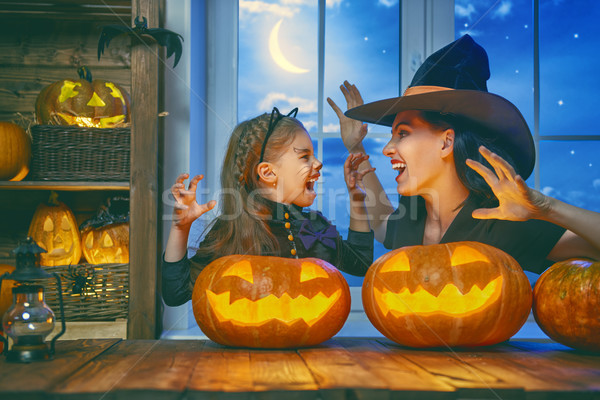 Familie vieren halloween moeder dochter Stockfoto © choreograph