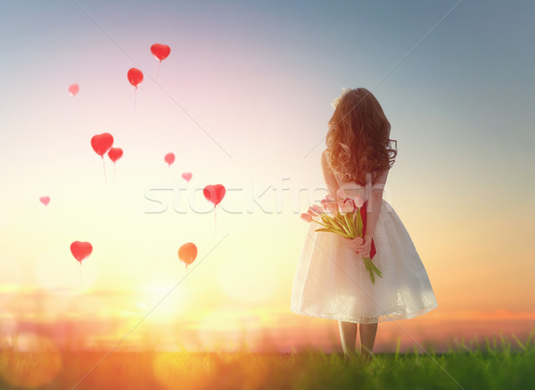 Photo stock: Fille · regarder · rouge · ballons · sweet · enfant