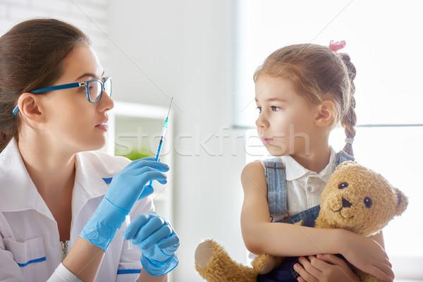 Oltás gyermek orvos lány kéz egészség Stock fotó © choreograph