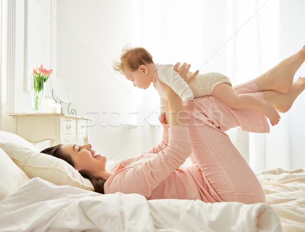 Stok fotoğraf: Anne · oynama · bebek · mutlu · aile · yatak · odası · aile