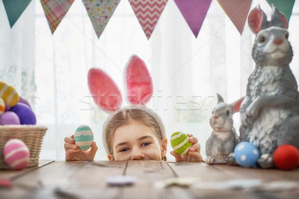 Gyermek festmény tojások gyönyörű boldog család húsvét Stock fotó © choreograph