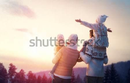 Famille saison d'hiver famille heureuse coucher du soleil père mère Photo stock © choreograph